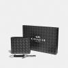 ชุดกระเป๋าสตางค์ผู้ชาย COACH BOXED COMPACT ID WALLET WITH TRIGGER SNAP KEY FOB F29273