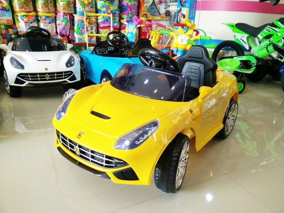 รถแบตเตอรี่เด็กนั่งไฟฟ้า ยี่ห้อ MiNi FERRARI 2m สีเหลือง
