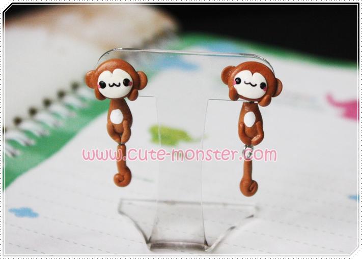 ต่างหูดินปั้น ลิงสีน้ำตาล Cute monkey Earrings