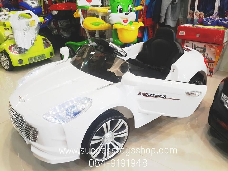 รถแบตเตอรี่เด็กนั่ง ยี่ห้อแอสตั้นมาติน สีขาว 2m