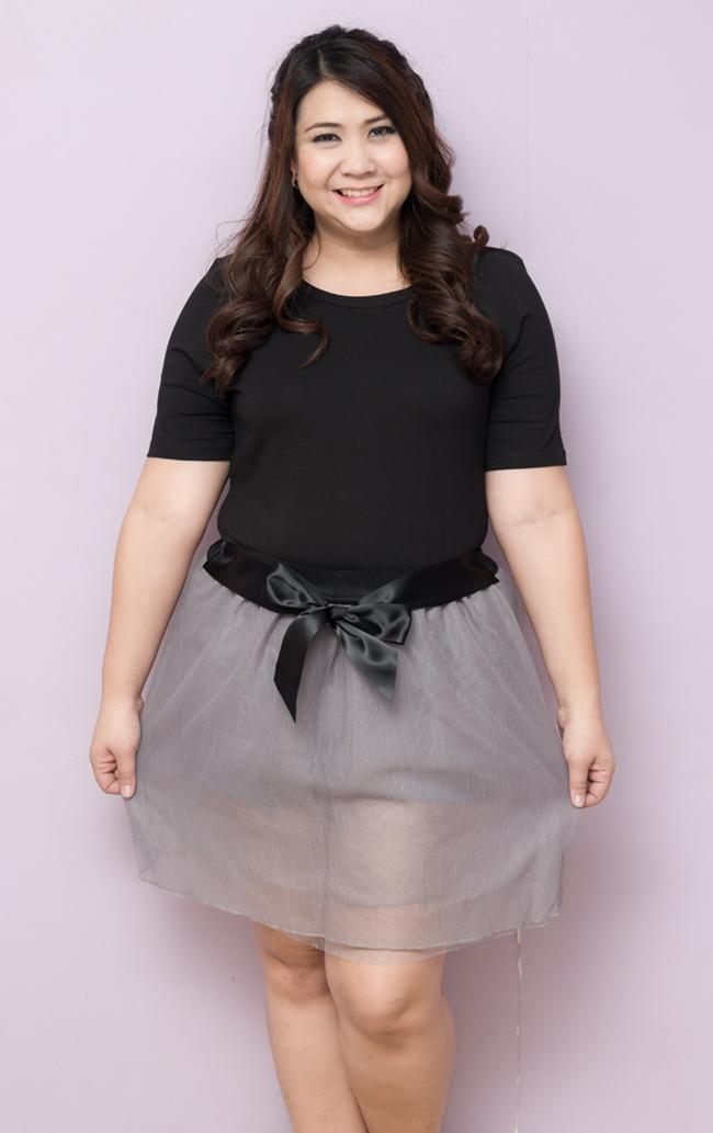 SET 2 ชิ้น เสื้อผ้าไซส์ใหญ่แขนสั้นผ้าคอตตอนสีดำ + กระโปรงสีเทาติดยางยืดช่วงเอวมีเชือกผูกโบว์