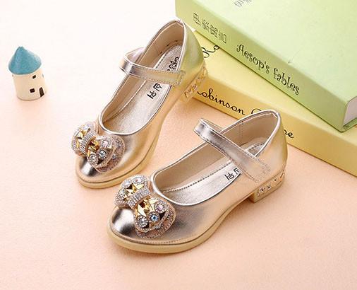 รองเท้าคัชชูเด็กหญิงสีทอง ประดับโบว์เพชร