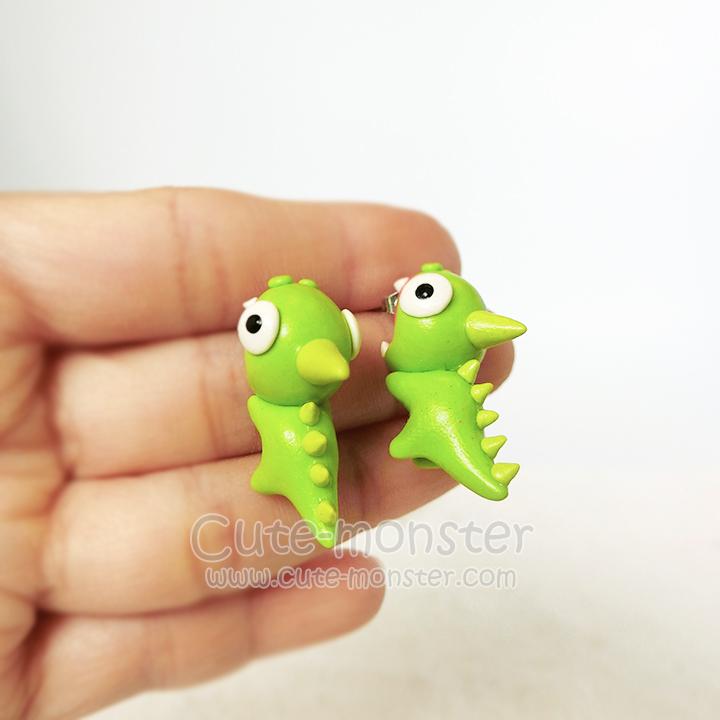 ต่างหูดินปั้น มังกรเขียวกัดหู Cutie Green Dragon