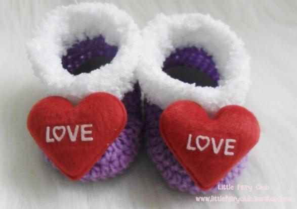 รองเท้าบู๊ทสั้น (หัวใจสีแดง)