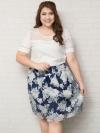 SET 2 ชิ้น เสื้อผ้าไซส์ใหญ่แขนสั้นผ้าชีฟองสีขาวตัดต่อลูกไม้ช่วงบนดีเทลแต่งมุกเล็กๆ + กระโปรงผ้าแก้วสีน้ำเงินพิมพ์ลายดอกไม้
