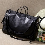 [ พร้อมส่ง ] - กระเป๋าแฟชั่น ถือ&สะพาย สีดำคลาสสิค ใบกลางๆ ดีไซน์สวยเท่เก๋ๆ งานหนังคุณภาพนิ่มมากๆ เหมาะสำหรับสาวๆ Working Woman เท่ๆสุดๆน่าใช้