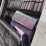 [ พร้อมส่ง ] - กระเป๋าแฟชั่น คลัทช์/สะพาย สีรุ้งวิ้งค์ๆ ทรงกล่องสี่เหลี่ยม ขนาดกระทัดรัด ดีไซน์สวยเรียบหรู ดูดี งานสวยค่ะ