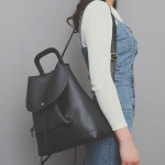 [ Pre-Order ] - กระเป๋าเป้แฟชั่น สีดำคลาสสิค ดีไซน์สวยเก๋เท่ๆ โดดเด่นไปกับดีไซน์ไม่ซ้ำแบบใคร ที่สาวๆ ไม่ควรพลาด