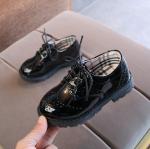 รองเท้าคัทชูเด็กผูกเชือกหนังแก้วสีขาวดำล้วน สไตล์อังกฤษ Size 27-37