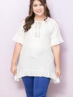 เสื้อผ้าไซส์ใหญ่แขนสั้นเว้าไหล่ผ้าคอตตอนสีขาวแต่งลูกไม้ด้านหน้า
