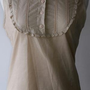 T45:2nd hand top เสื้อแขนกุดสีน้ำตาลอ่อน เย็บระบายที่คอและหน้าอก