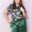 SET 2 ชิ้น เสื้อผ้าไซส์ใหญ่แขนสั้นผ้าชีฟองสีเขียวพิมพ์ลายดอกไม้ + กางเกงผ้าซาตินสีเขียวมีกระเป๋าสองข้าง thumbnail 1
