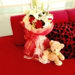 ช่อดอกลิลลี่+กุหลาบแดง ความรักที่มีสไตล์