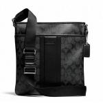 พร้อมส่ง กระเป๋าผู้ชาย COACH HERITAGE SIGNATURE SMALL ZIP TOP CROSSBODY F71131 BLACK