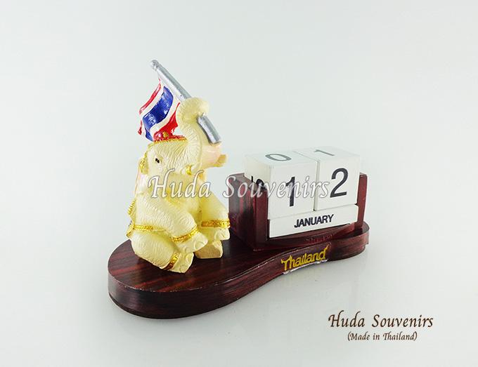 ของที่ระลึก ช้างทรงเครื่องเรซิ่นปฏิทิน รูปช้างชูธงชาติไทย สินค้าพร้อมส่ง