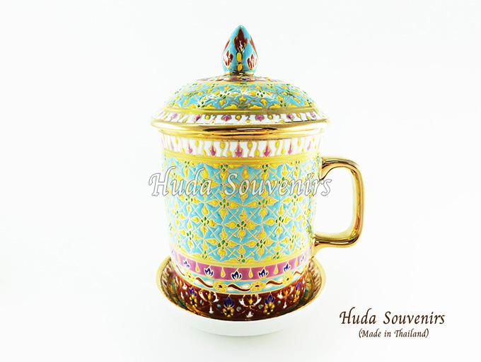 ของที่ระลึก แก้วมัคเบญจรงค์ ลวดลายดอกพิกุลสีเหลือง โทนสีฟ้า ลายเนื้อนูนเคลือบผิวเงา สินค้าพร้อมส่ง (ราคาไม่รวมกล่อง)
